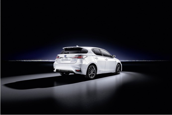 Новый Lexus CT 200h (9)