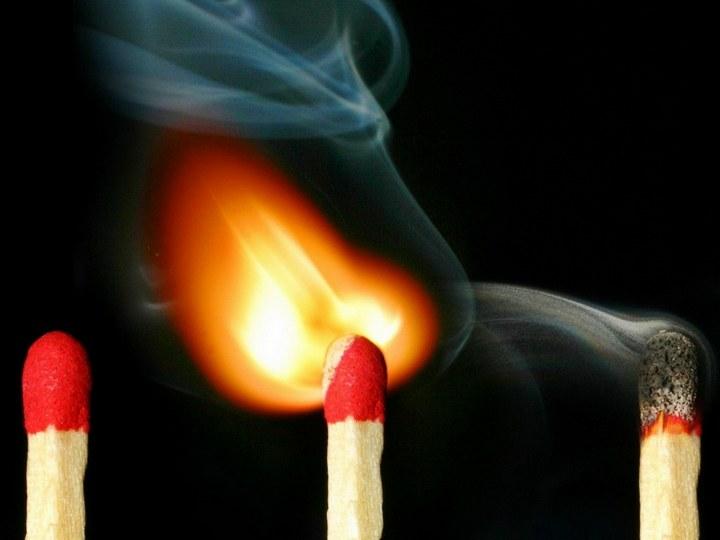 Красивые макрофотографии горящей спички (11)