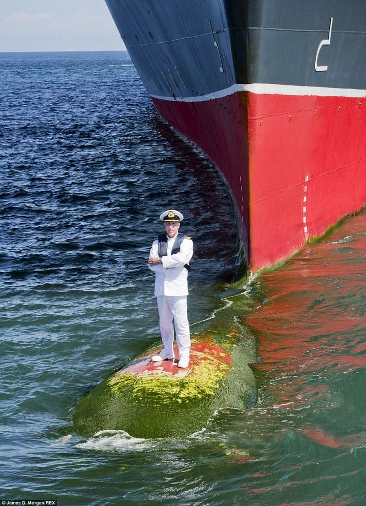 Удивительная фотосессия капитана круизного лайнера Queen Mary-2 (3)