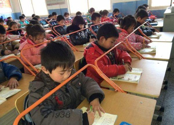 Необычные парты в китайской школе (1)