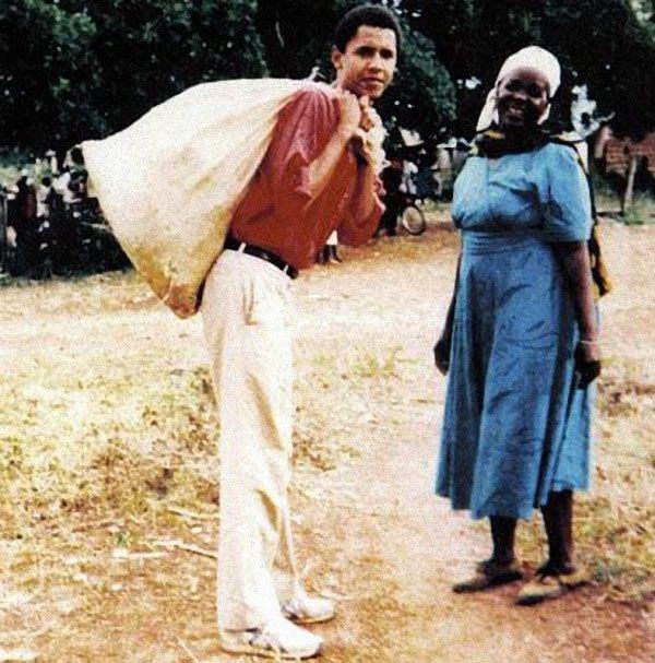 Будущий 44-й президент США Барак Обама, помогает своей бабушке. Кения 1994 год.