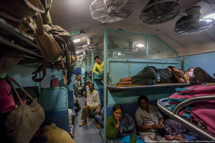 В общем вагоне индийского поезда (1)