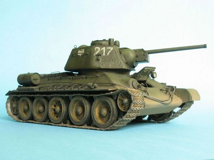 Реалистичная модель танка T-34/76 (1)