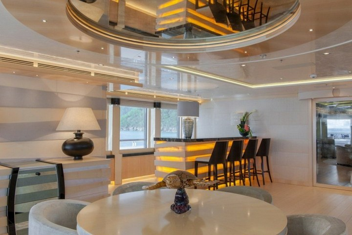 Шикарная яхта за 1.300.000$ в неделю (23)