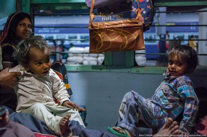 В общем вагоне индийского поезда (11)