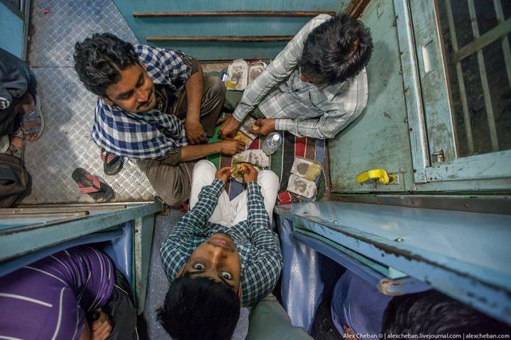 В общем вагоне индийского поезда (13)
