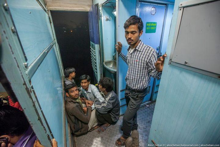 В общем вагоне индийского поезда (14)
