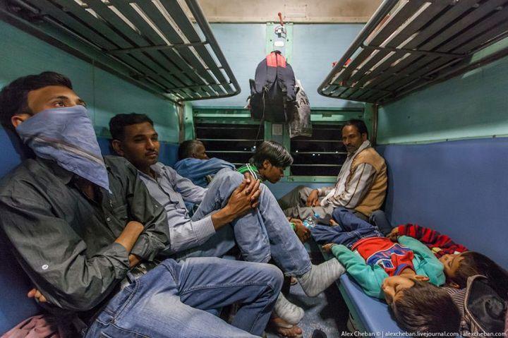В общем вагоне индийского поезда (18)
