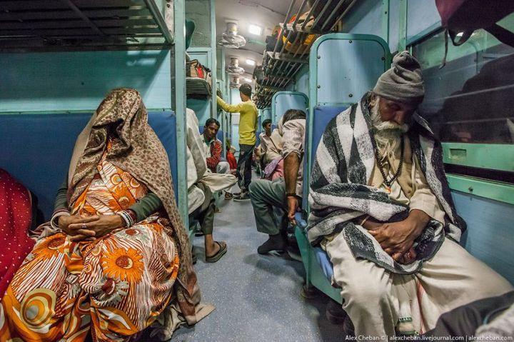 В общем вагоне индийского поезда (19)