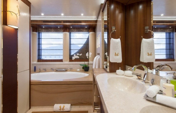 Шикарная яхта за 1.300.000$ в неделю (5)