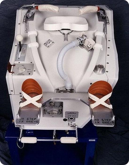 Как космонавты ходят в туалет (1)