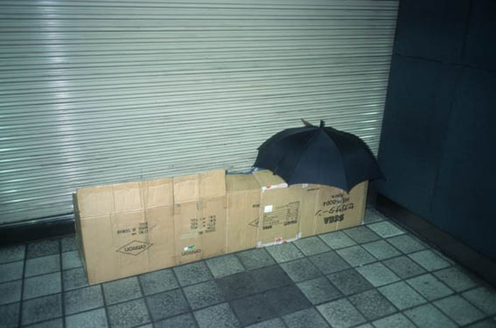 Коробочные люди на станции Синдзюку (16)