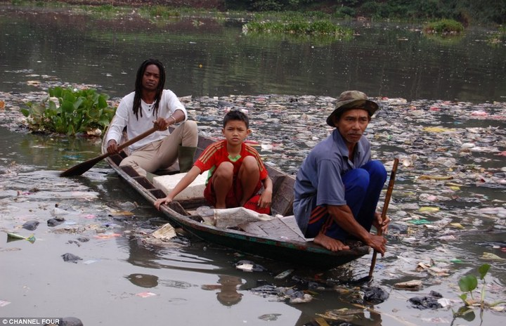 Индонезийский рай превратили в свалку (3)