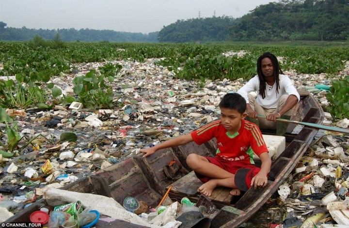 Индонезийский рай превратили в свалку (4)