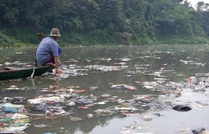 Индонезийский рай превратили в свалку (6)