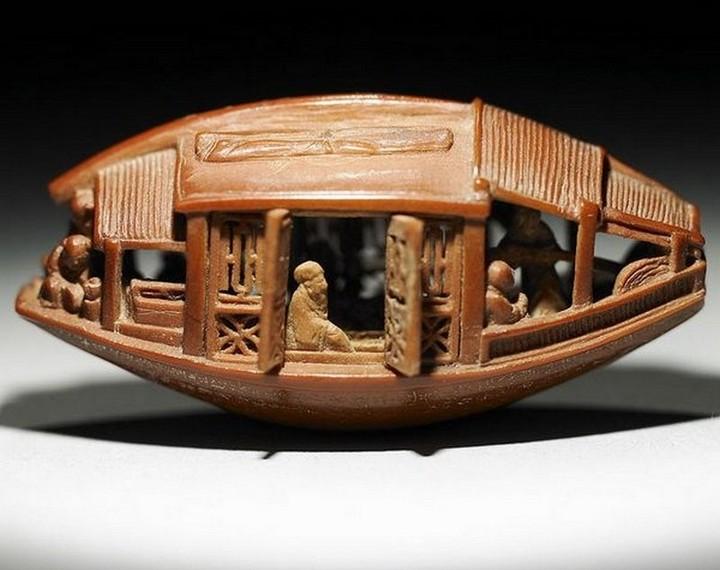 Миниатюрная скульптура из оливковой косточки (1)