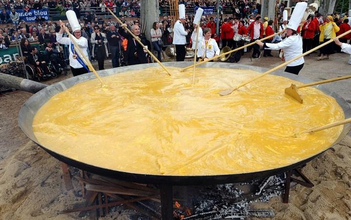 Гигантский омлет весом в 1 тонну