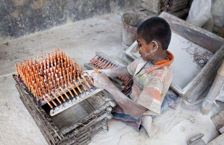 Как делают воздушные шары, Детский труд в Индии (2)