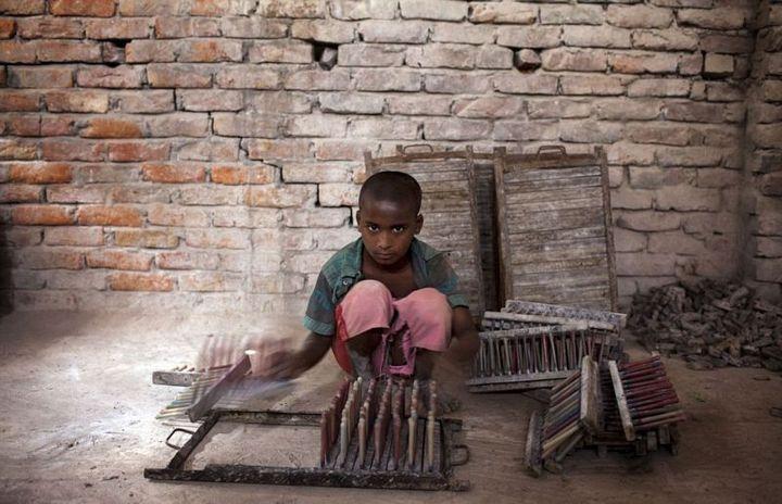 Как делают воздушные шары, Детский труд в Индии (10)