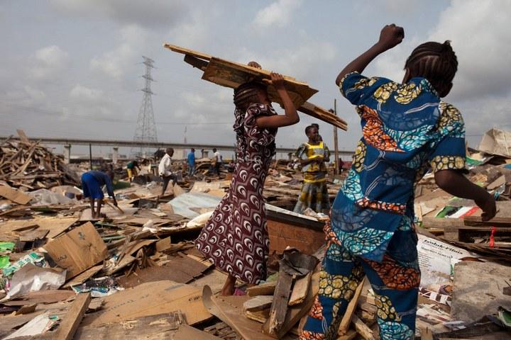 Плавучие трущобы Макоко, Нигерия (12)