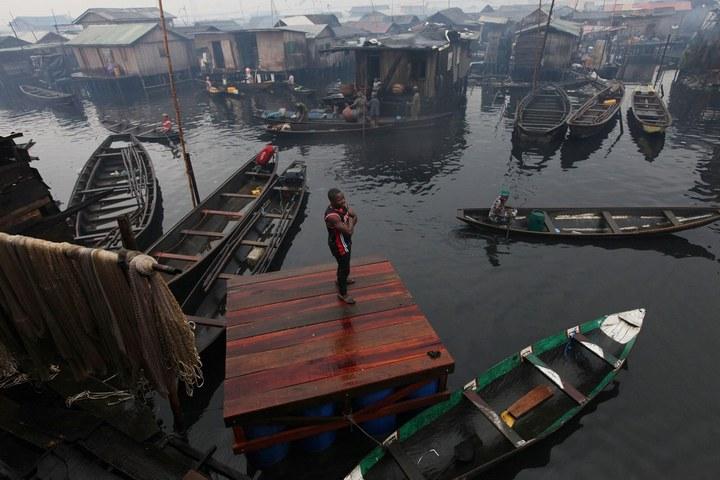 Плавучие трущобы Макоко, Нигерия (16)