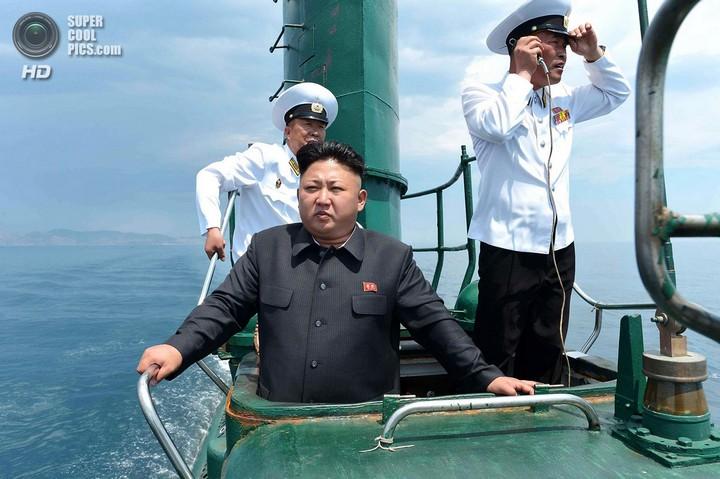 Ким Чен Ын прокатился на подводной лодке (1)