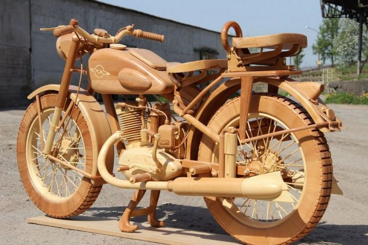 Копия мотоцикла ИЖ-49 из дерева (1)