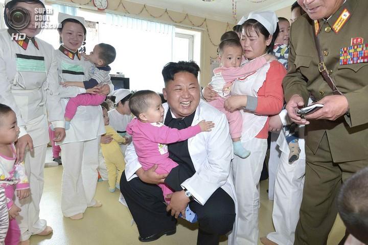 Как Ким Чен Ын деток в госпитале проведал (2)