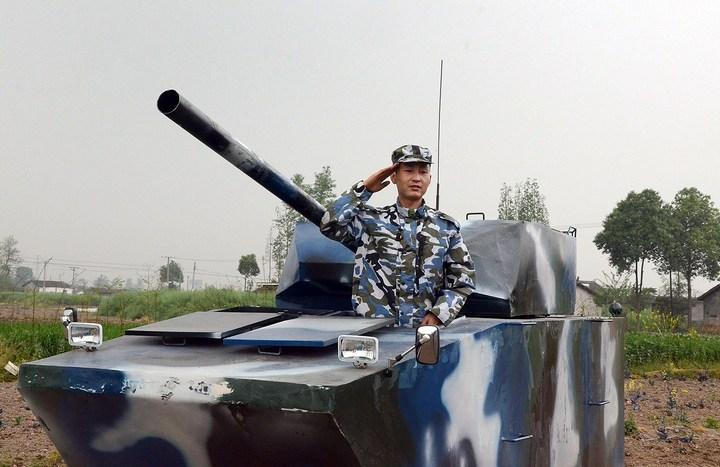 Китаец сделал танк ко дню рождения своего сына (6)