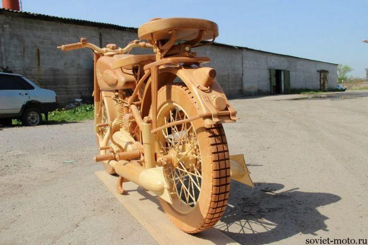 Копия мотоцикла ИЖ-49 из дерева (9)
