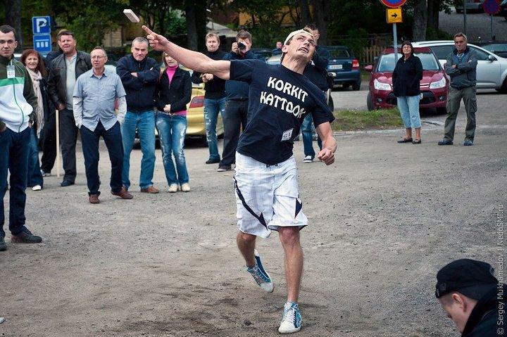 Чемпионат по метанию мобильных телефонов в Финляндии (2)