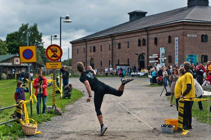 Чемпионат по метанию мобильных телефонов в Финляндии (12)