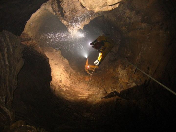 Самая глубокая в мире пещера (34)