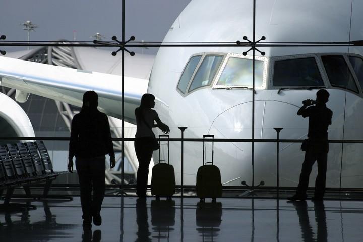 Откуда сервис по бронированию авиабилетов берет дешевые билеты на самолет? (1)