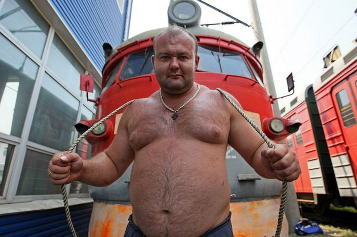 Владивостокский спортсмен сдвинул с места электропоезд весом 120 тонн (2)