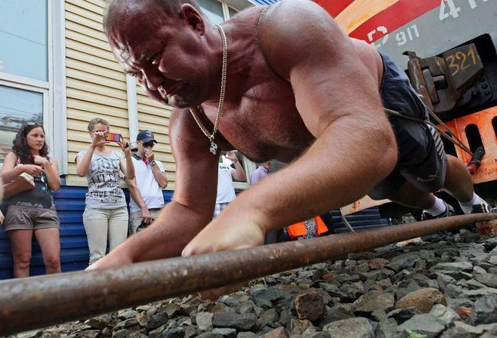 Владивостокский спортсмен сдвинул с места электропоезд весом 120 тонн (5)
