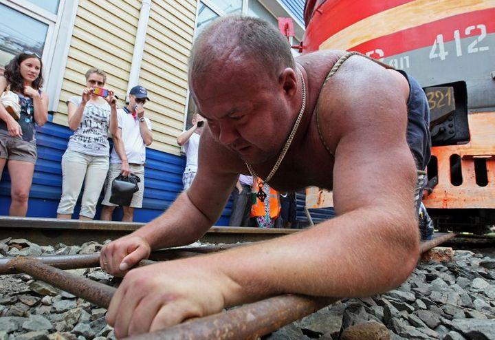 Владивостокский спортсмен сдвинул с места электропоезд весом 120 тонн (6)