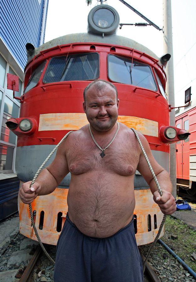 Владивостокский спортсмен сдвинул с места электропоезд весом 120 тонн (7)