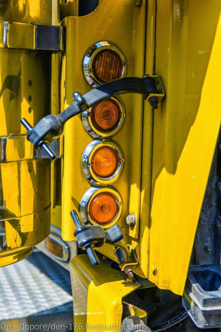 Классический американский трак Peterbilt 359 EXHD (28)