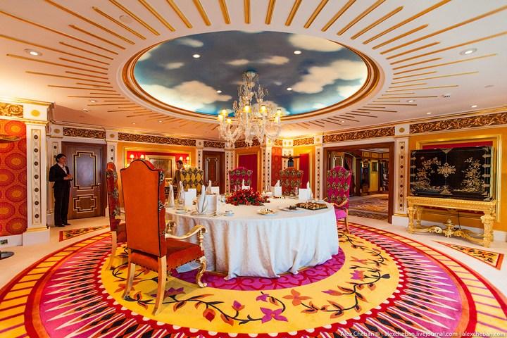 Самый дорогой гостиничный номер в семизвездочном отеле Burj Al Arab (12)