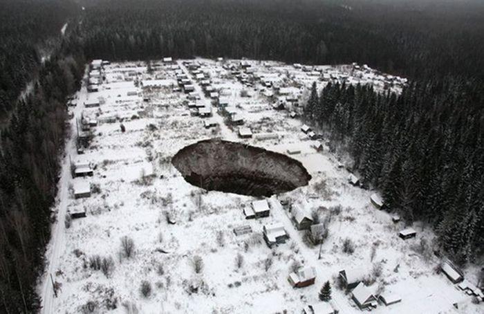 Провал грунта в Соликамске (4)