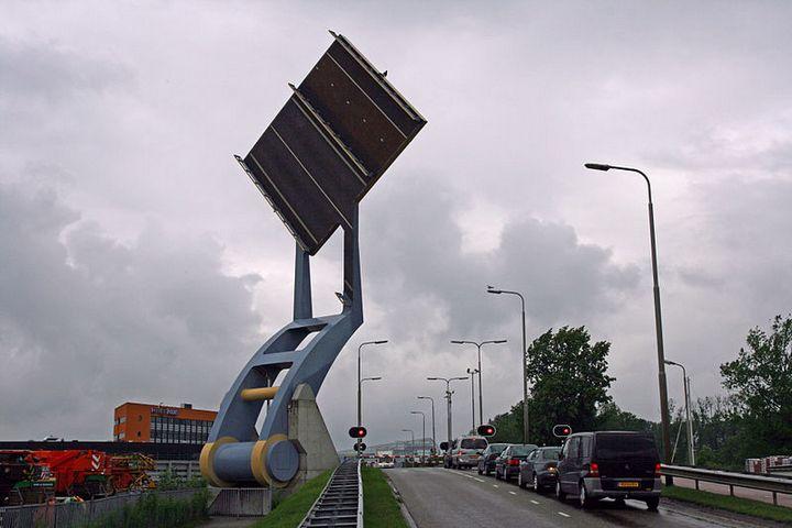 """Уникальный """"летающий"""" мост в Голландии (1)"""