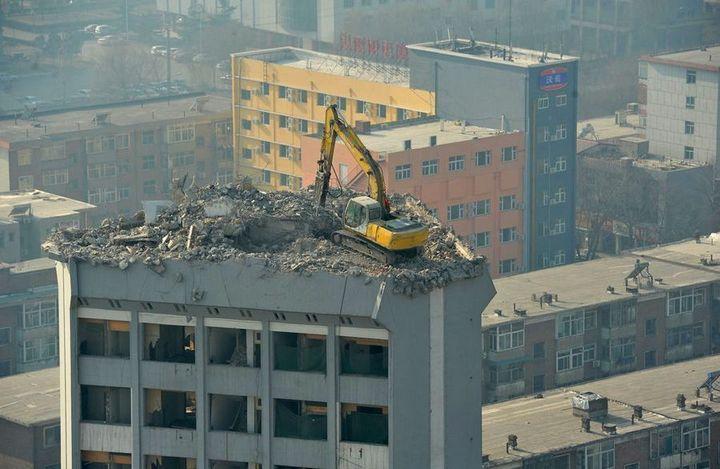 Демонтаж высотного здания по-китайски (5)