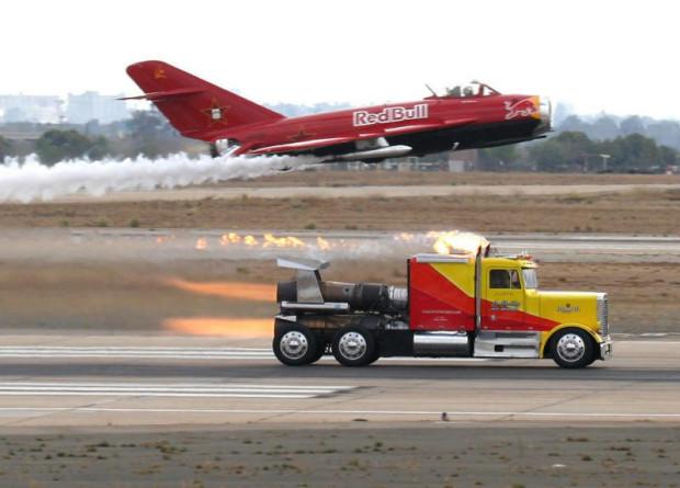 Самый быстрый грузовик в мире на реактивных двигателях (2)