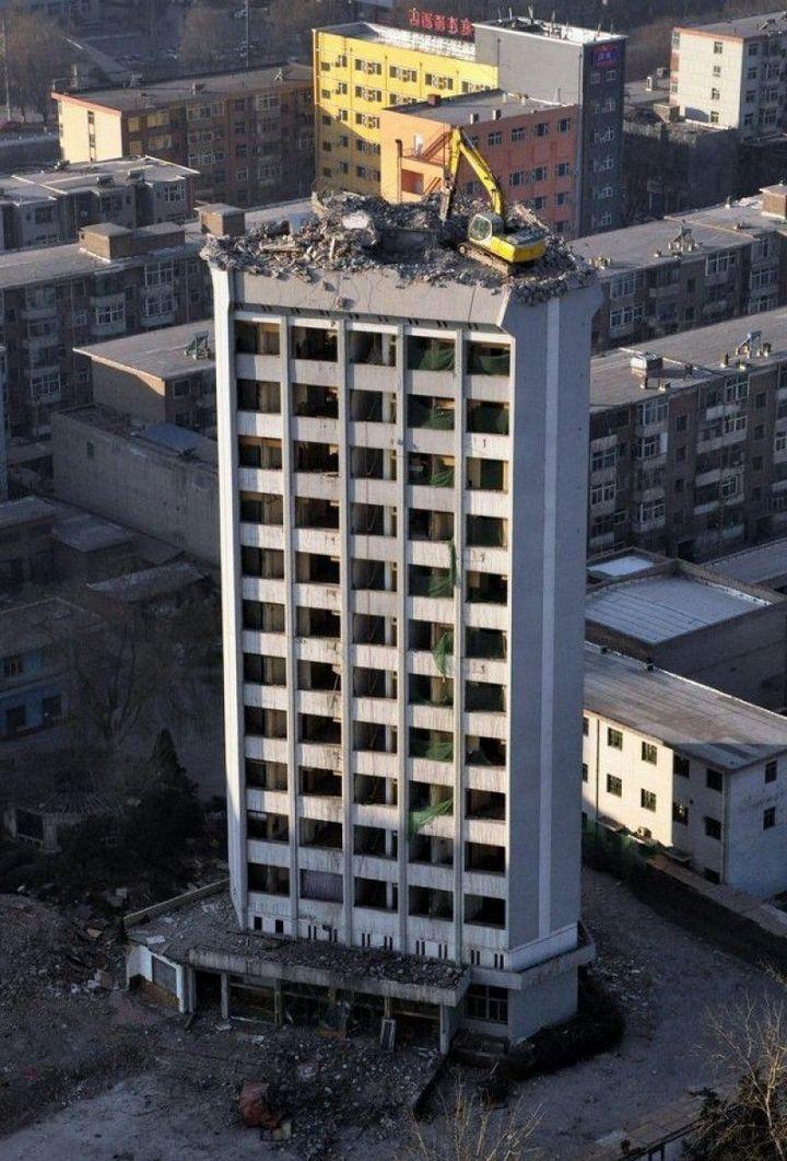 Демонтаж высотного здания по-китайски (1)