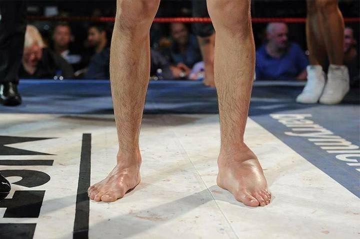 Ударная нога бойца MMA
