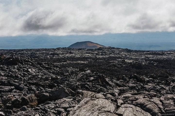 Лавовый поток вулкана Толбачик, гора Камень и Ключевская сопка (2)