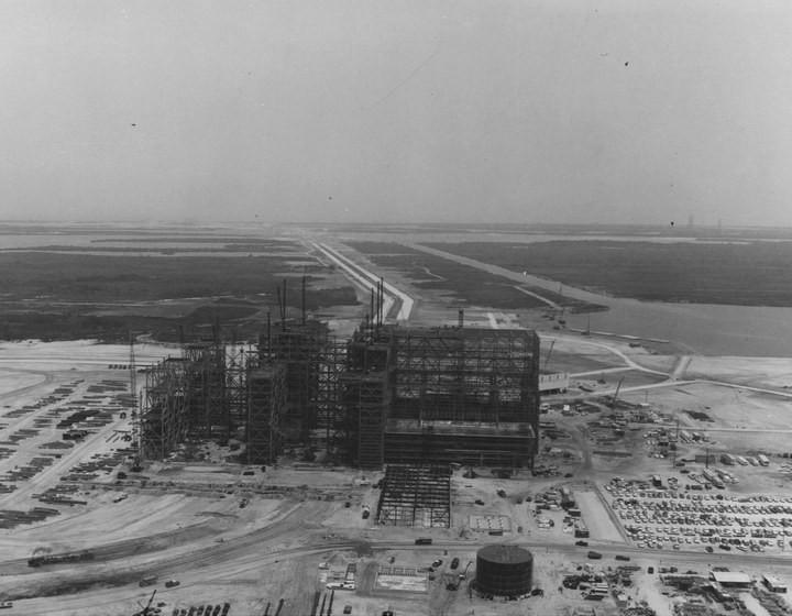 Самое большое одноэтажное здание в мире NASA Vehicle Assembly Building (3)