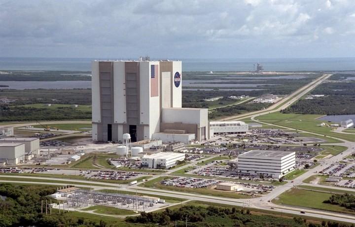 Самое большое одноэтажное здание в мире NASA Vehicle Assembly Building (30)
