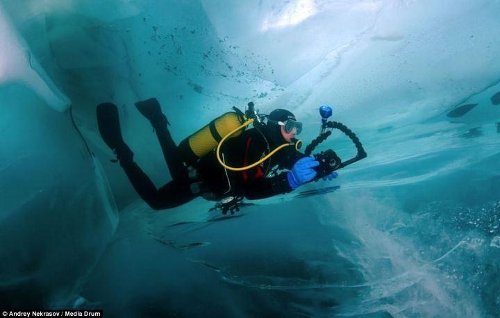 Погружение под лед озера Байкал (2)